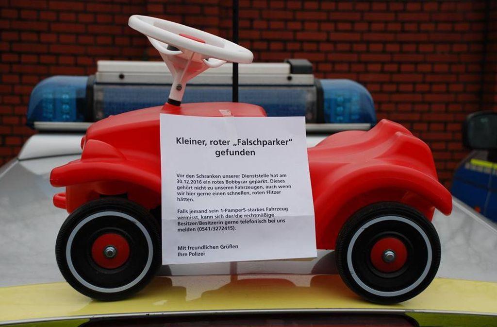 Die Polizei Osnabrück hat ein Foto von einem roten Bobbycar auf Facebook veröffentlicht und den Besitzer gesucht. Ein Dreijähriger meldete sich. Foto: Polizei Osnabrück