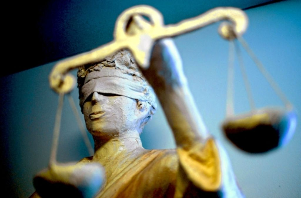 Wegen eines Überfalls auf eine Ludwigsburger Kneipe sind elf Mitglieder der Gruppe Red Legion  vor dem Landgericht verurteilt worden. Foto: dpa