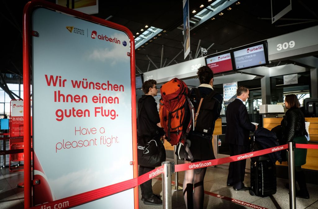 Die letzten Air-Berlin-Passagiere in Stuttgart. Foto: Lichtgut/Achim Zweygarth