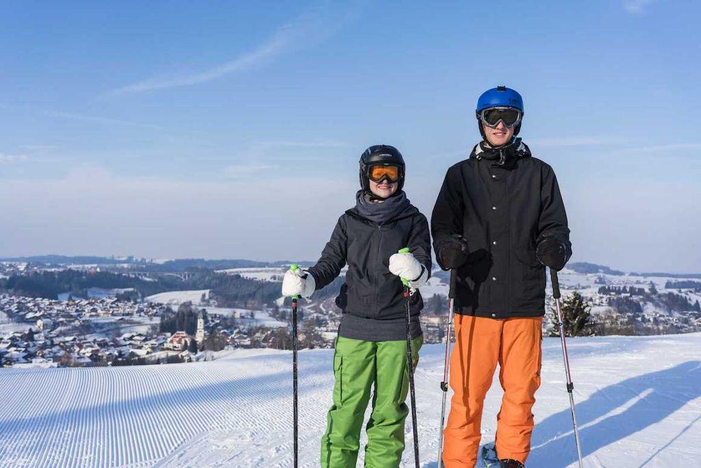 Im Familienskigebiet der Alpspitzbahn gibt es Schneespaß auf acht Pistenkilometern und im Snowpark. Foto: Nesselwang Marketing GmbH