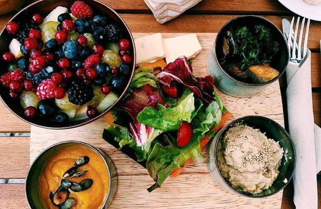 Mittagspause und der Magen knurrt? Wir haben Tipps, wo es sich im Süden am besten Schlemmen lässt. Foto: Laura Müller-Sixer