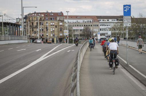 Grüne fordern mehr Radspuren und Fußwege