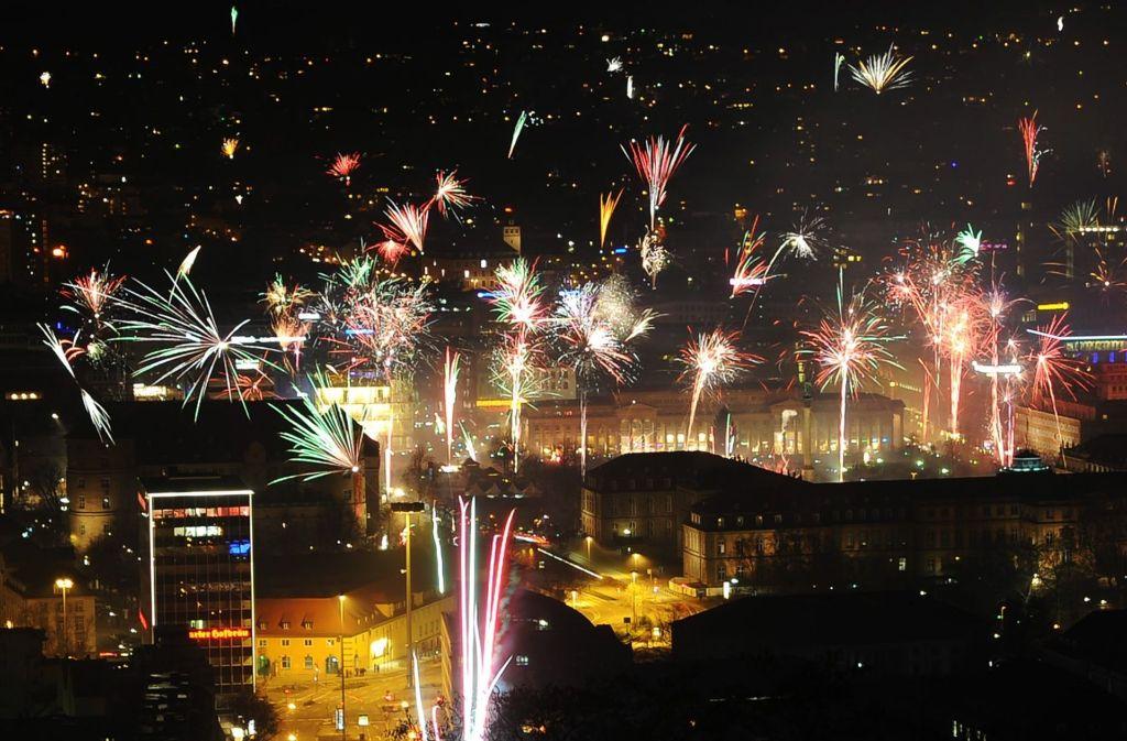 Auch in diesem Jahr wird der Himmel über Stuttgart in der Silvesternacht von Feuerwerk erstrahlen. Foto: dpa