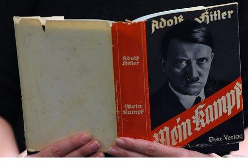 Die Stuttgarter Buchhändler werden die verquere Hetzschrift von Adolf Hitler nicht ausstellen. Foto: AFP