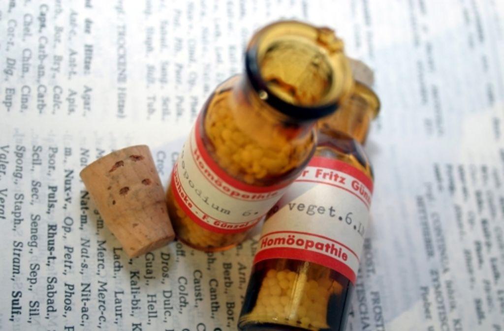 """Wenn alles """"nur"""" eine Frage der Ideologie ist – was unterscheidet dann die Medizin von der Homöopathie? Foto: Carstens-Stiftung/dpa"""