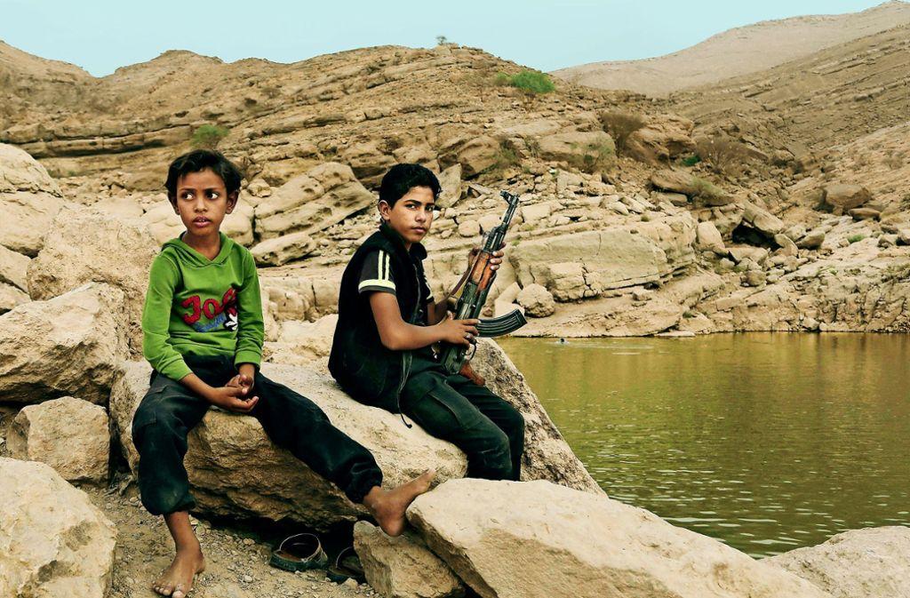 Kindersoldaten im Jemen – der Konflikt in dem arabischen Land besteht seit vier Jahren. Foto: AP