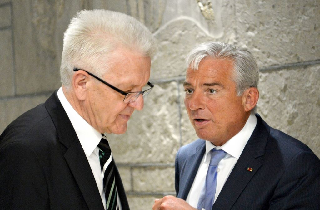 Das grün-schwarze Führungsduo Kretschmann (links) und Strobl tauscht die Regierungspräsidenten aus. Foto: dpa