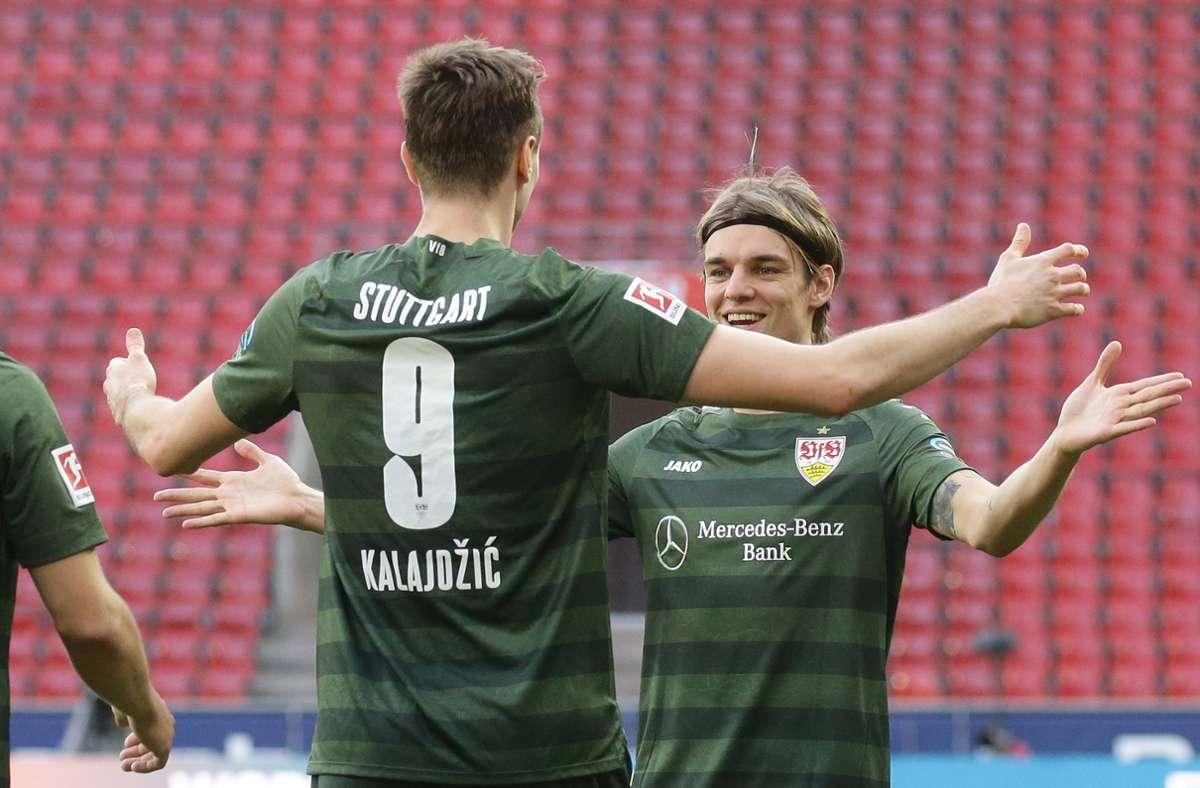 Das VfB-Traum-Duo, bestehend aus Sasa Kalajdzic (links) und Borna Sosa, schafft es natürlich in die Elf der Saison. Foto: Pressefoto Baumann/Hansjürgen Britsch