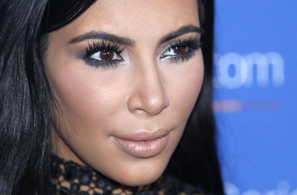 Kim Kardashian war kurzzeitig als Halloween-Kostüm erhältlich, Version Raubopfer. Nicht witzig finden die meisten. Habt euch nicht so, sagt der Hersteller. Foto: AP