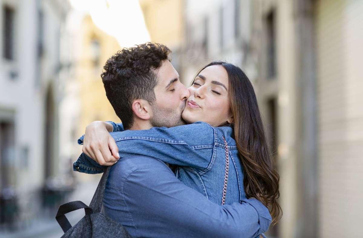 Die Webseite Nanaya trifft Voraussagen darüber, in welchem Zeitraum und an welchem Ort man seinen perfekten Partner findet. Foto: imago images/Westend61/Emma Innocenti