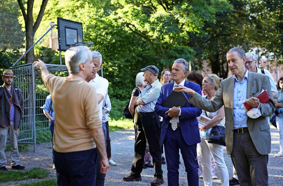 OB Frank Nopper (M.) hört sich die Sorgen und Nöte der Bürger an. Foto: Marta Popowska