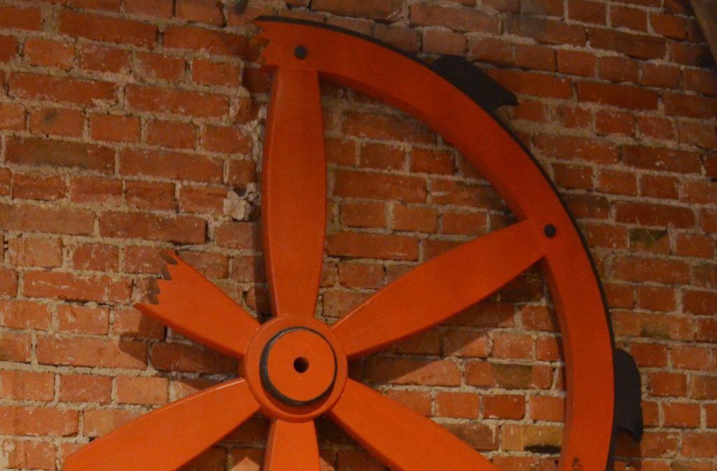 Das Vaihinger Rad ist im Wappen des Stuttgarter Stadtbezirks verewigt. Es hängt in der Alten Kelter, wo auch der Bezirksbeirat meistens tagt. Foto: Archiv Hintermayr