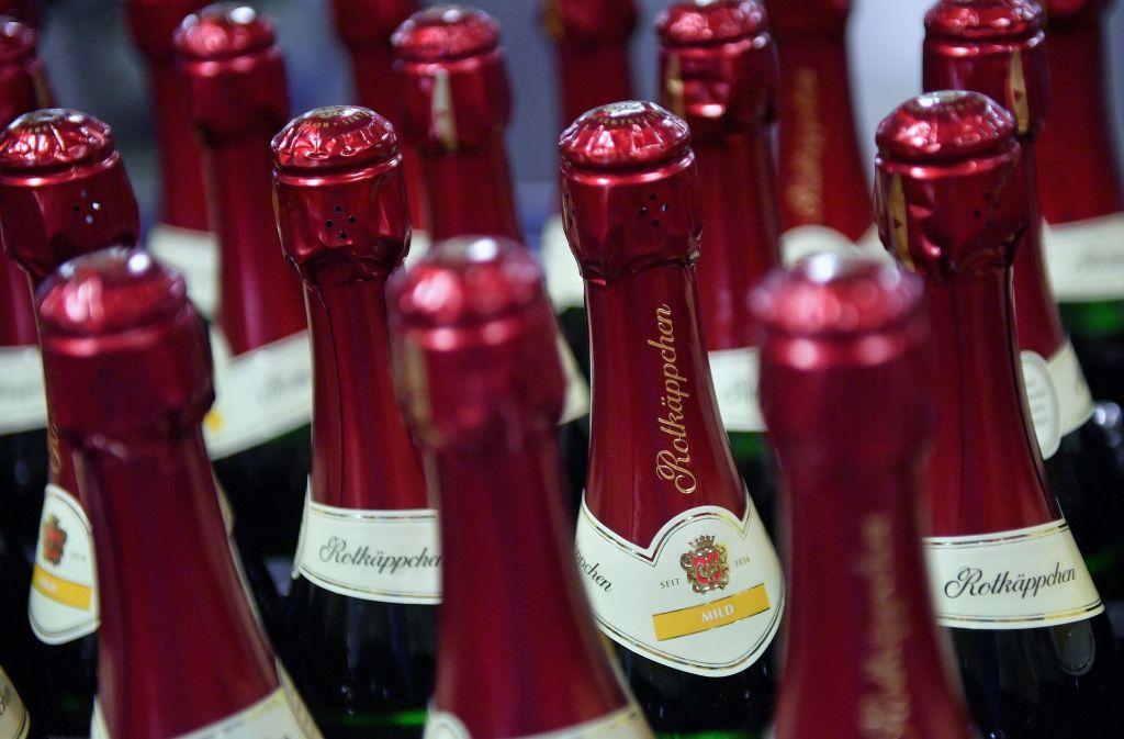 Die Diebe erbeuteten mehrere Flaschen Alkohol (Symbolbild). Foto: dpa