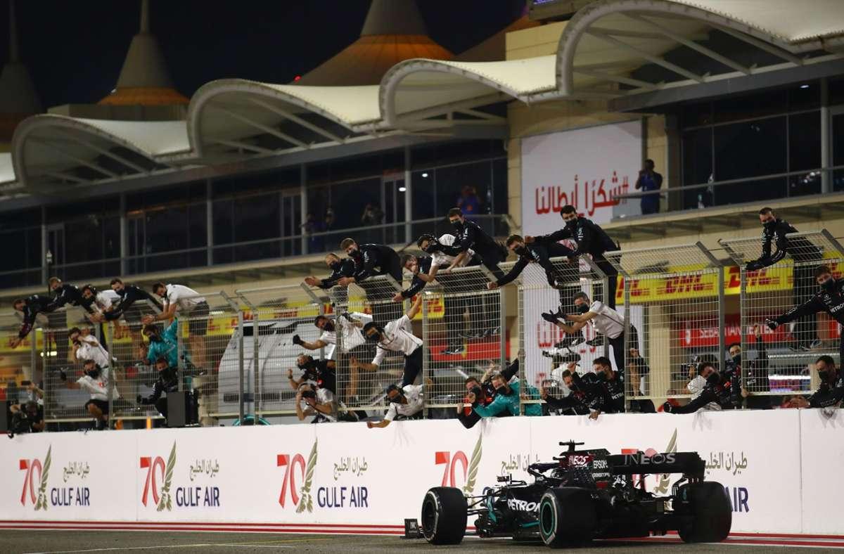 Lewis Hamilton hat den Großen Preis von Bahrain gewonnen. Foto: AFP/BRYN LENNON
