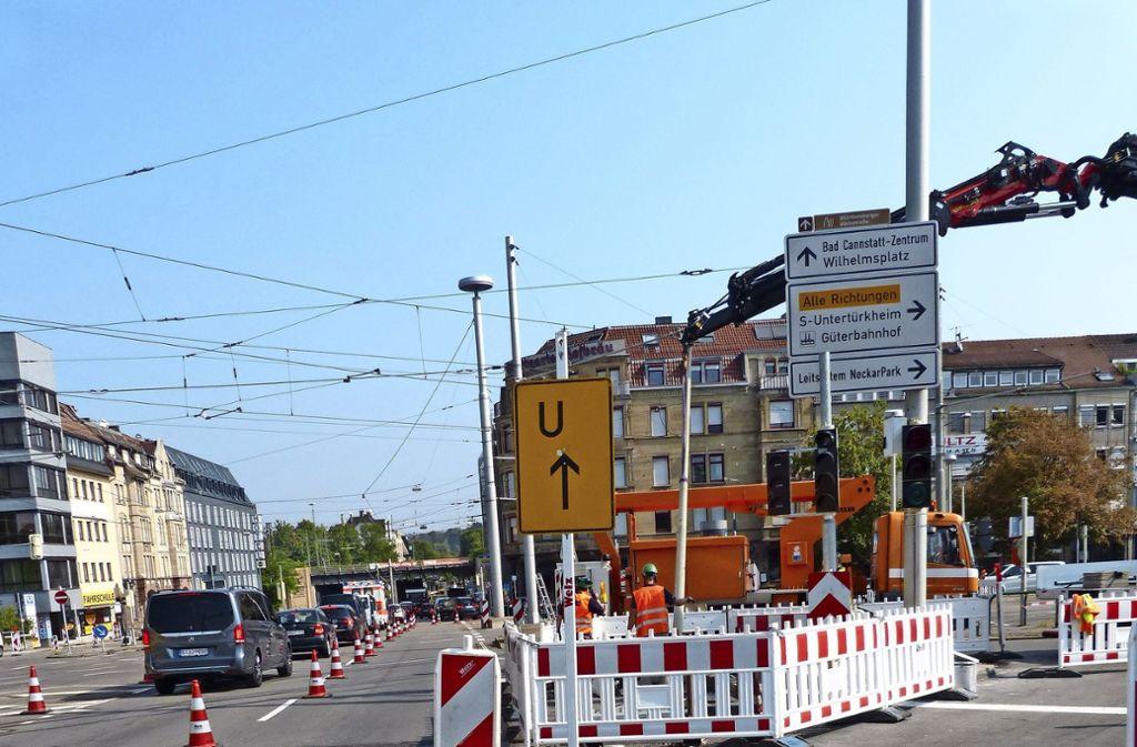 In der König-Karl-Straße im Bereich der Busschleuse wurde eine neue Ampelsteuerung wegen des Expressbusses installiert. Foto: Nagel