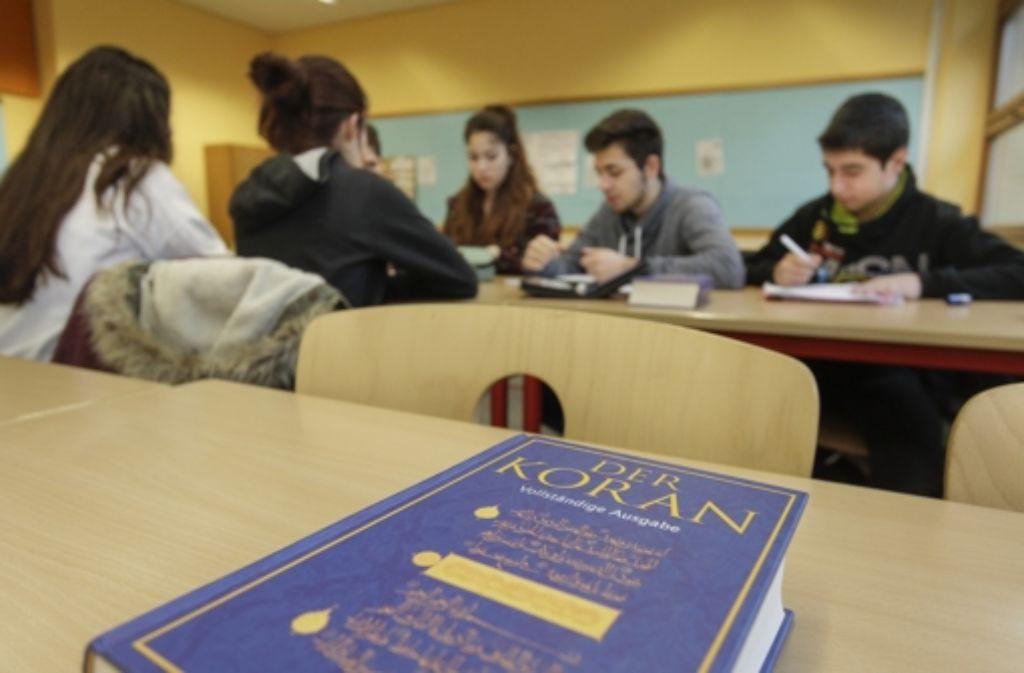 Anders als in der Moschee ist im islamischen Religionsunterricht Deutsch die Unterrichtssprache. Foto: factum/Bach