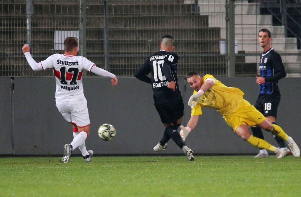 Kickers-Neuzugang Ilias Soultani trifft im Dress des FSV Frankfurt gegen den VfB Stuttgart II.  Foto:  Baumann