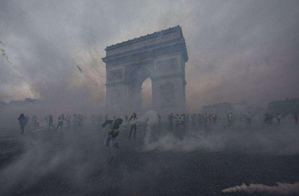 Rund um die Champs Élysées kam es zu heftigen Krawallen. Foto: Getty Images Europe