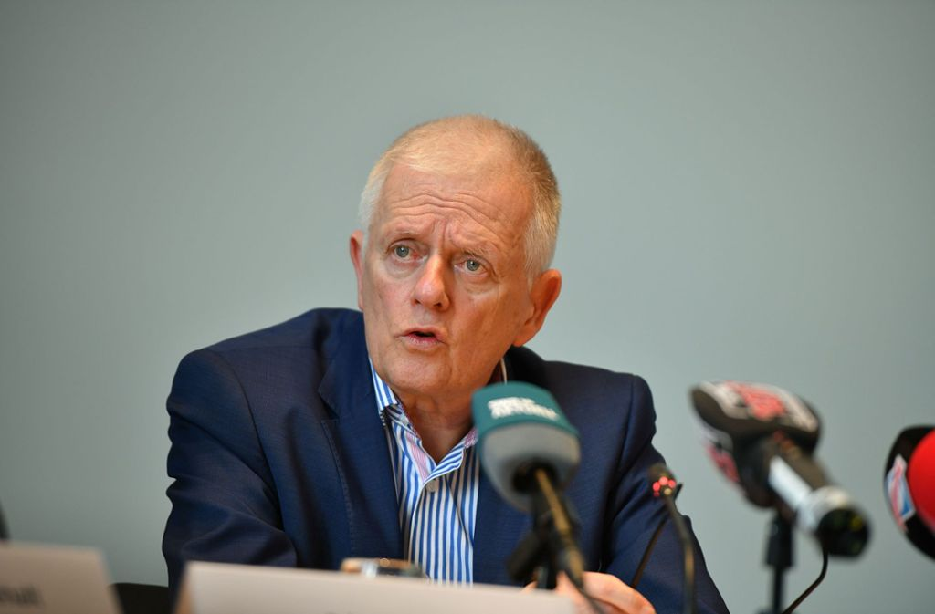 OB Fritz Kuhn bei der Pressekonferenz am Mittwoch. Hier sagte er das Frühlingsfest offiziell ab. Foto: Lichtgut
