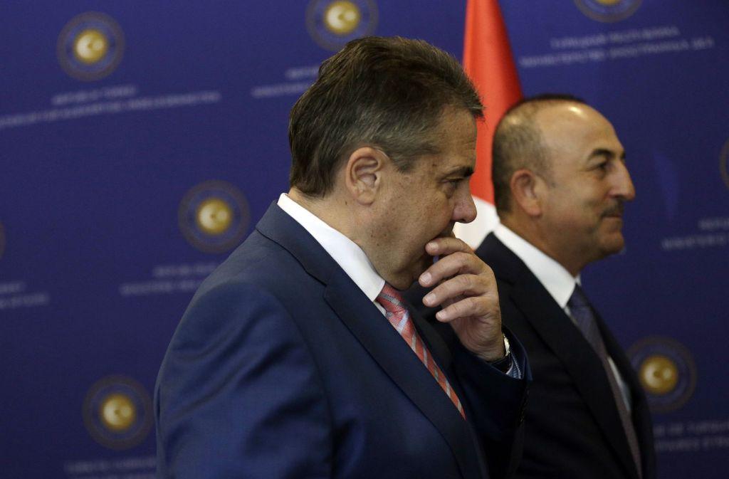 Außenminister Sigmar Gabriel und sein türkischer Kollege Mevlüt Cavusoglu. Foto: AP