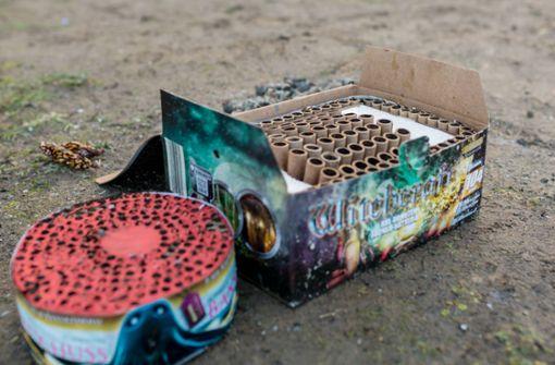 Feuerwerk mit Hundekot bestückt – Explosion verteilt Masse in Hausflur