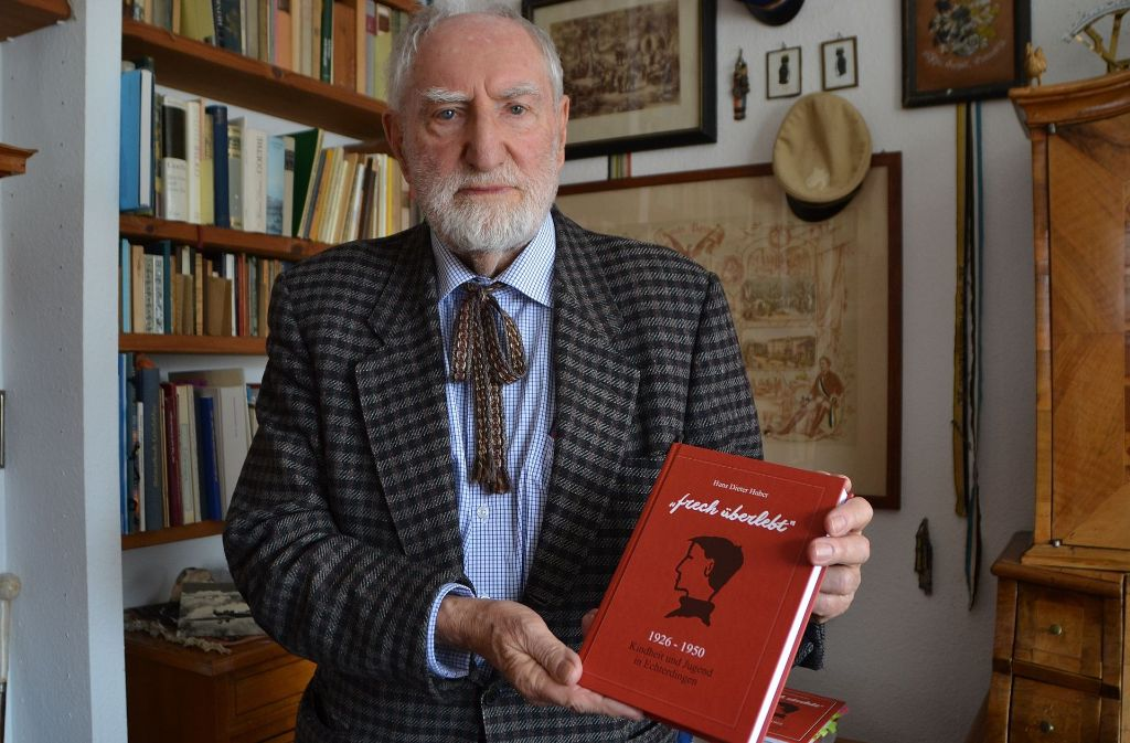 Hans Huber mit seinem neu erschienenen Buch. Foto: Fatma Tetik