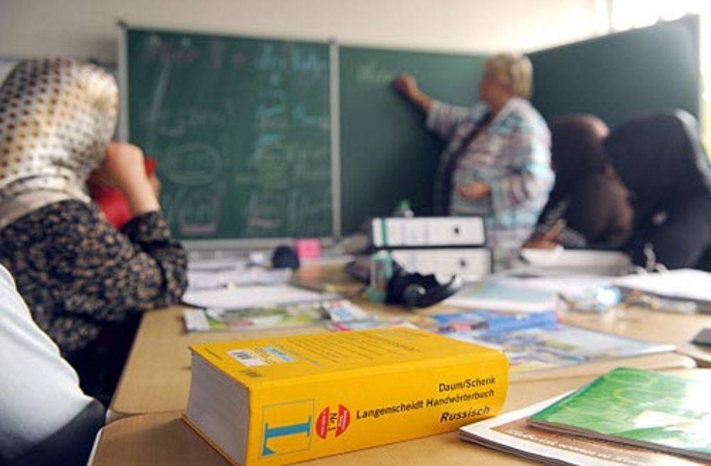 Auch Sprachkenntnisse sind für den deutschen Pass erforderlich. Foto: dpa
