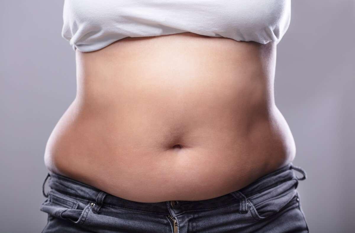 In diesem Artikel zeigen wir Ihnen die Gründe, warum das Abnehmen trotz Sport und gesunder Ernährung nicht klappen sollte. Foto: Andrey_Popov / Shutterstock.com