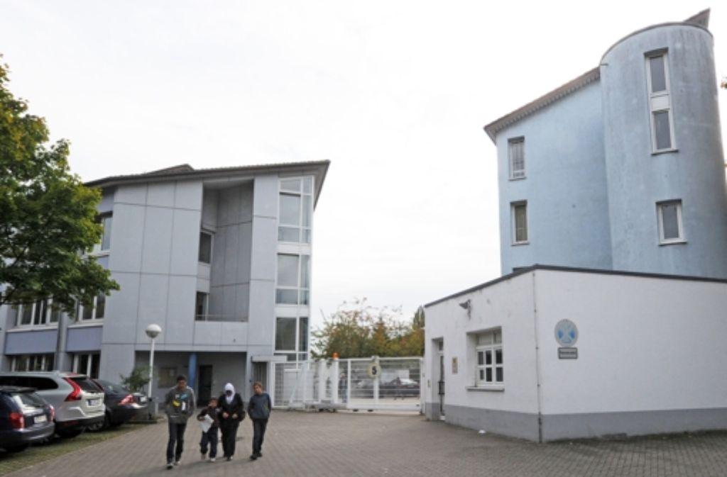 Die Aufnahmestelle für Asylbewerber in Karlsruhe: hier hatte sich die aus Ungarn eingereiste Gruppe von 72 Foto: dpa