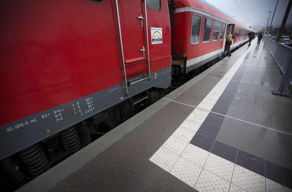 An einigen Stationen fehlt es nach wie vor an der passenden Bahnsteighöhe. Foto: Gottfried Stoppel
