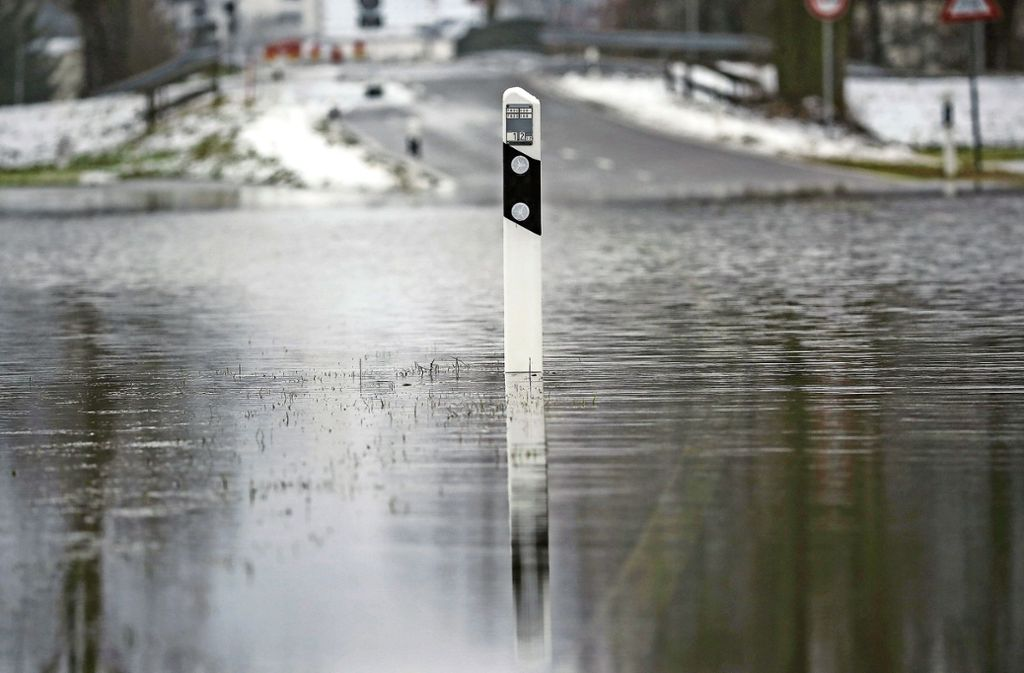 Land unter: Das Land und die Kommunen rüsten auf gegen Hochwasser. Aber auch Rückhaltebecken wollen getestet sein. Foto: dpa