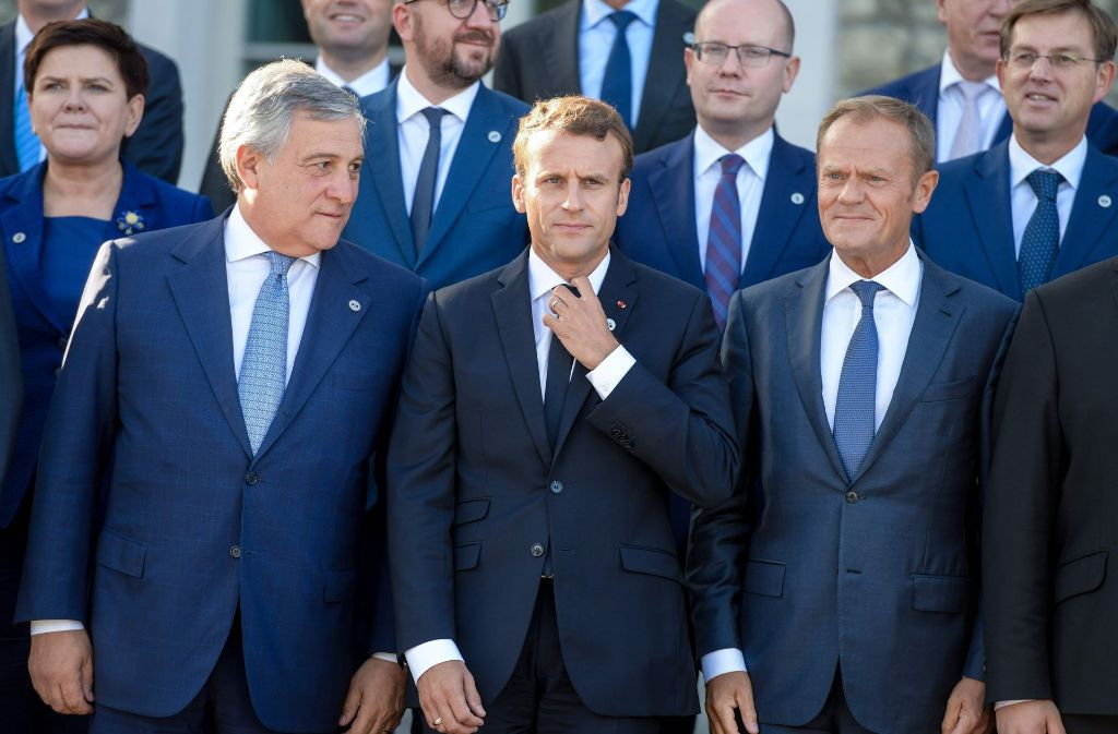EU-Parlamentspräsident Antonio Tajani, der französische Präsident Emmanuel Macron und EU-Ratspräsident Donald Tusk beim EU-Gipfel in Tallinn. Foto: AFP