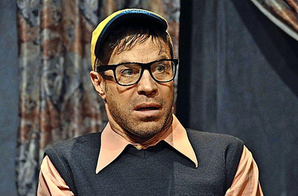 Günther alias Boris Ben Siegel kämpft in einem Theaterstück dagegen, aus seiner Wohnung nicht ausziehen zu müssen. Foto: Boris Ben Siegel