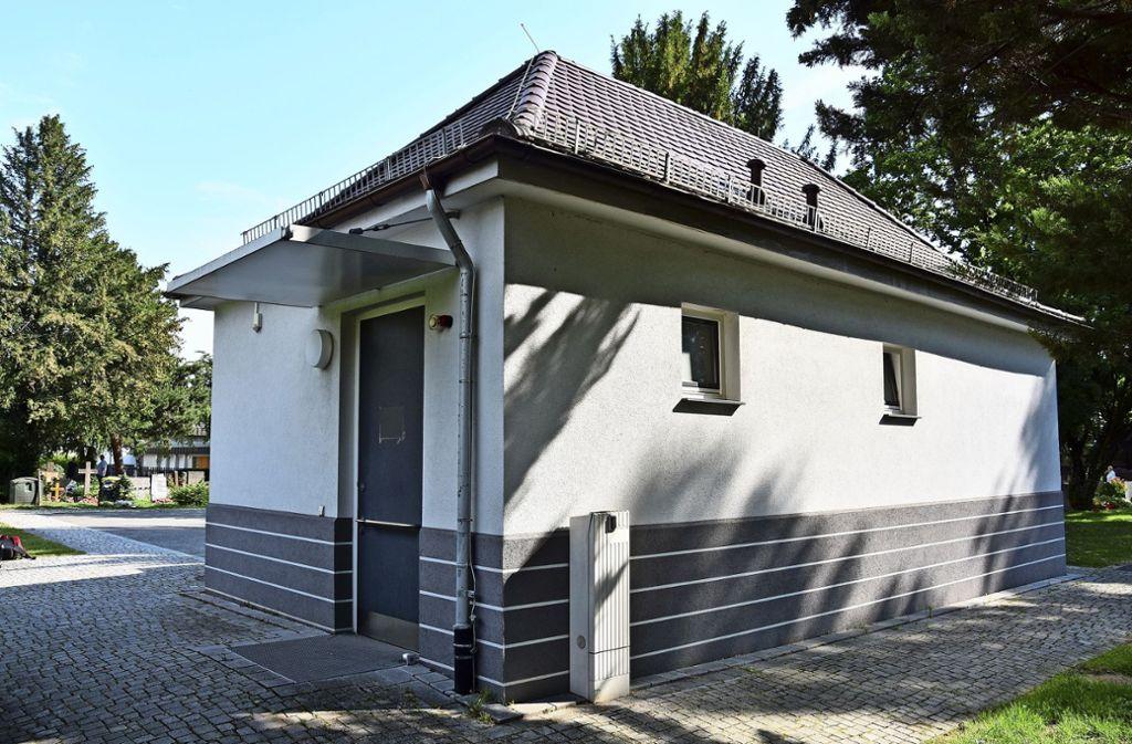 Die Toilette auf dem Hedelfinger Friedhof ist nur während Bestattungen geöffnet – ein Ärgernis für Besucherinnen und Besucher. Foto: Kuhn