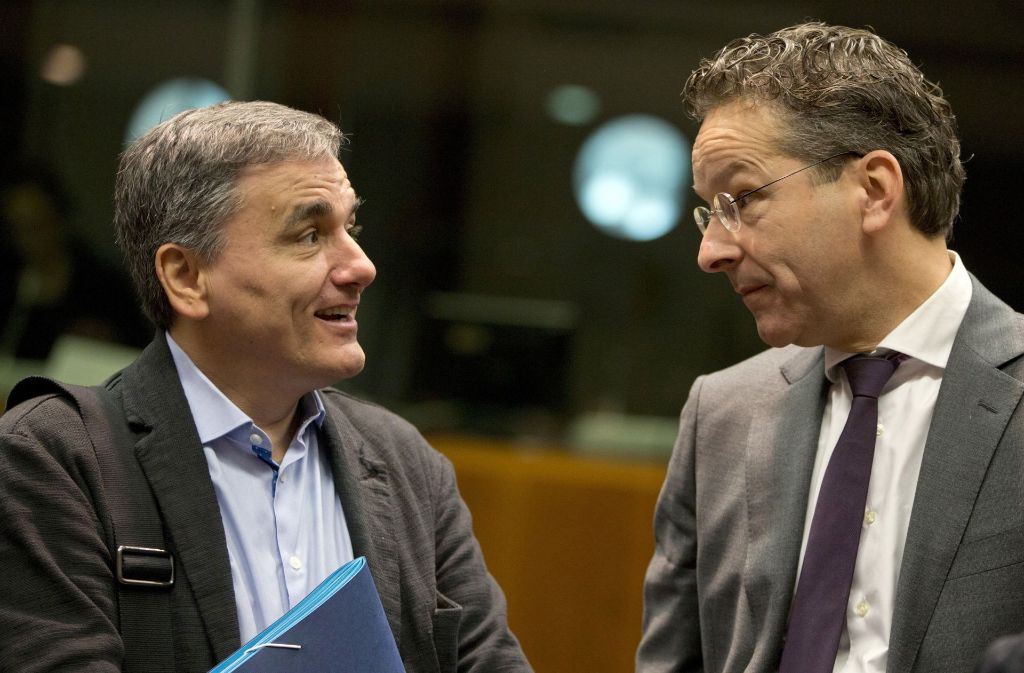 Der griechische Finanzminister Euclid Tsakalotos (links) mit Eurogruppen-Chef Jeroen Dijsselbloem. (Archivfoto) Foto: AP