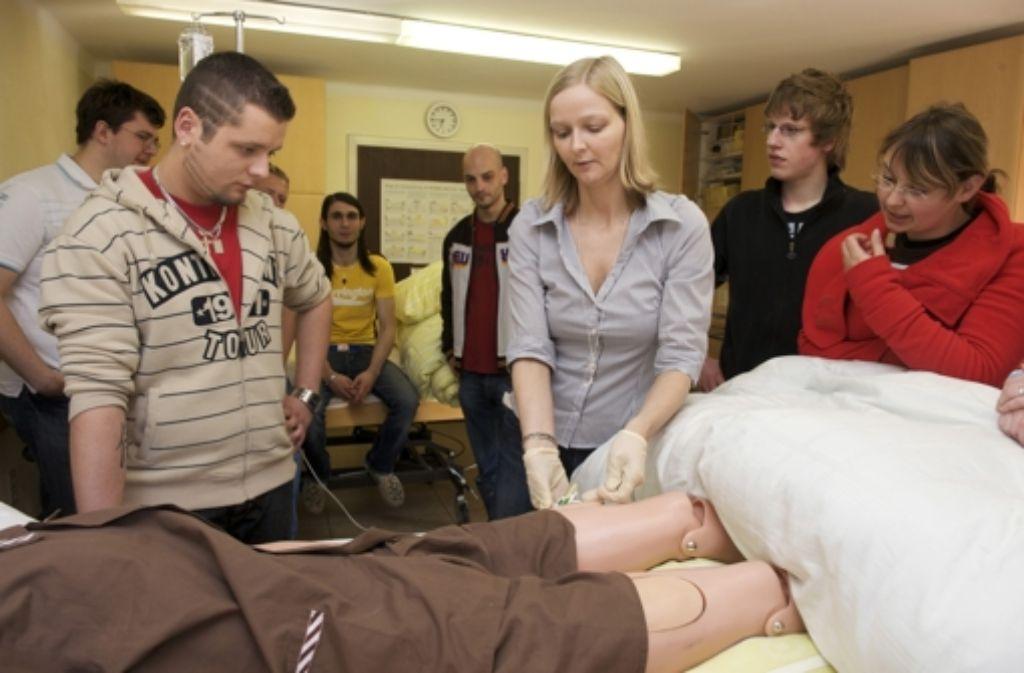 Die Ausbildung in der Krankenpflege wird jetzt auch in Teilzeit angeboten. Foto: epd