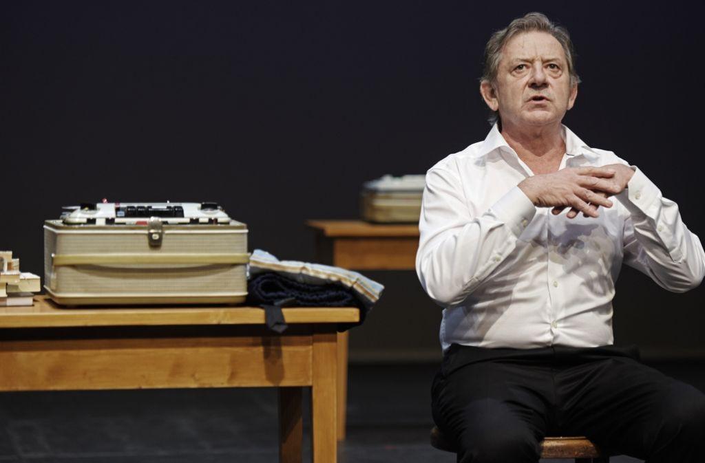 So frisch können die fünfziger Jahre sein: André Jung als Jacques Brel Foto: Theater