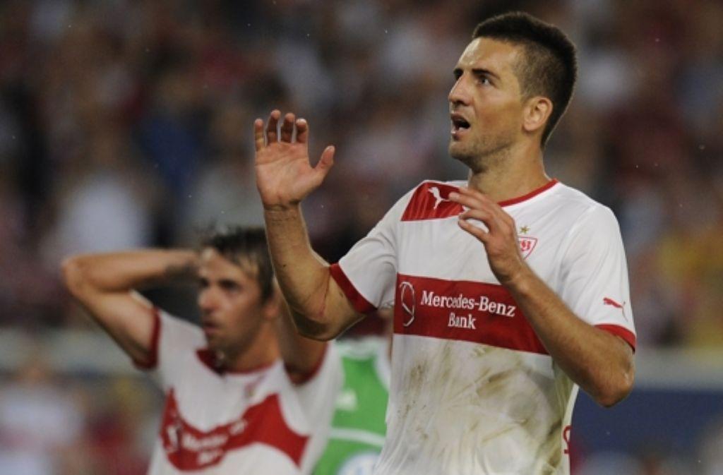 Geschockt: Vedad Ibisevic blickt dem Ball nach seinem Fehlschuss hinterher. Foto: dapd