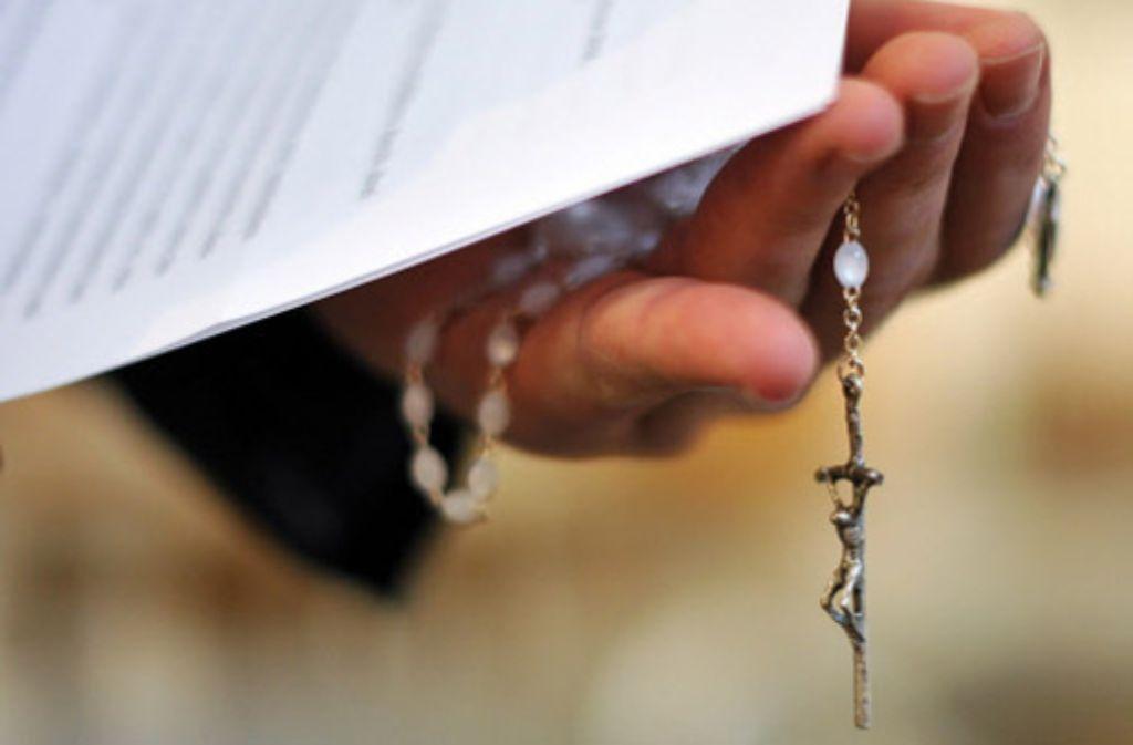 Aufklärung in Gottes Hand: allein im ersten Halbjahr 2010 sind beim Erzbistum Freiburg Missbrauchsvorwürfe gegen 44 Priester und Kirchenbedienstete eingegangen. Auch der Fall des früheren Bibelwerksdirektors beschäftigt die Kleriker. Foto: dpa