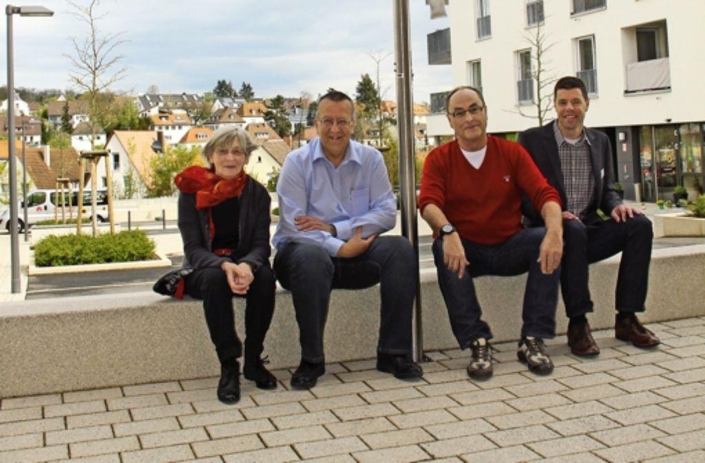 Ilse Bächtle, Gert Dannenmann und Rolf Göttler (v.l.) von der Initiativgruppe kümmern sich gemeinsam mit Andreas Schlegel um die  Quartiersarbeit Foto: Torsten Ströbele