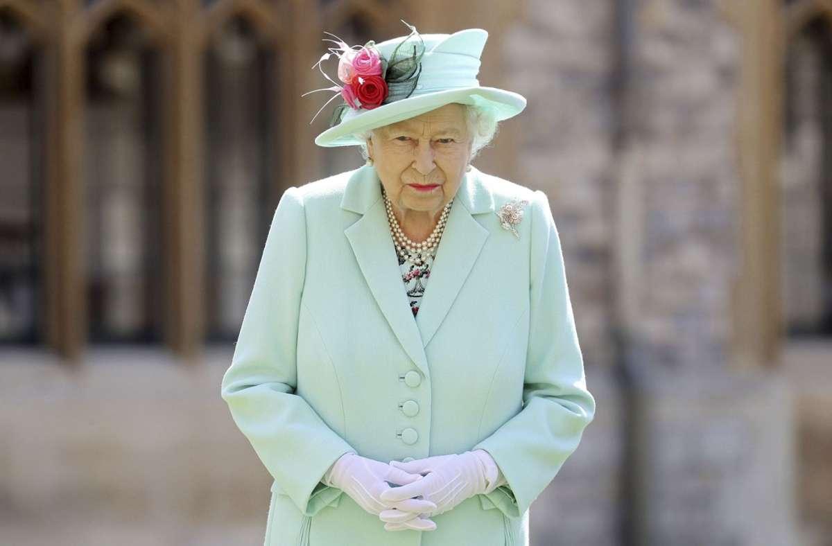 Auch die Queen muss wegen Corona den Gürtel etwas enger schnallen. Foto: AP/Chris Jackson