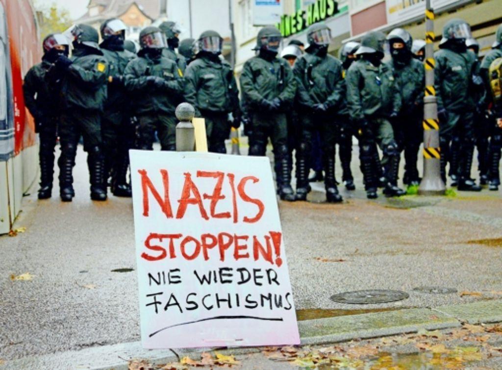 """In Göppingen  hat sich im Oktober 2013 auch Widerstand  gegen die Demonstrationen der """"Autonomen Nationalisten"""" und anderer Neonazi-Gruppierungen  formiert. Foto: dpa"""
