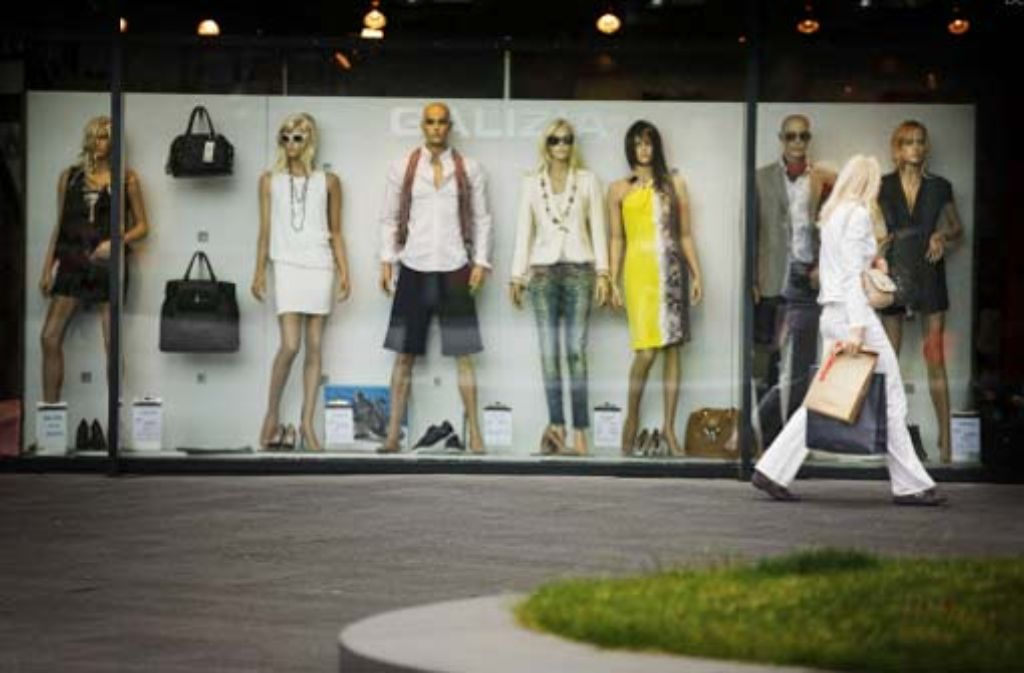 Kleider für die Schönen und Reichen: mehr als 60 internationale Modefirmen haben inzwischen einen Laden in Metzingen. Foto: Stoppel