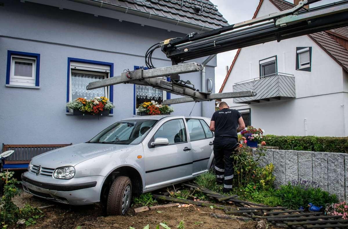Die Chaosfahrt endete in einem Vorgarten in Gerlingen. Foto: 7aktuell.de/Nils Reeh