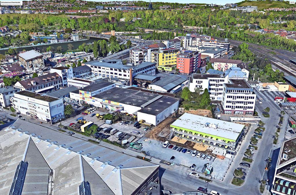 Vorne rechts  ist eine Interimskita zu sehen, die auch in die Planungen des Kolping-Bildungswerks aufgenommen werden kann. Links daneben befindet sich das Grundstück für das neue Schulzentrum. Gegenüber ist auf der anderen Straßenseite das Straßenbahnmuseum beheimatet. Foto: Google Earth