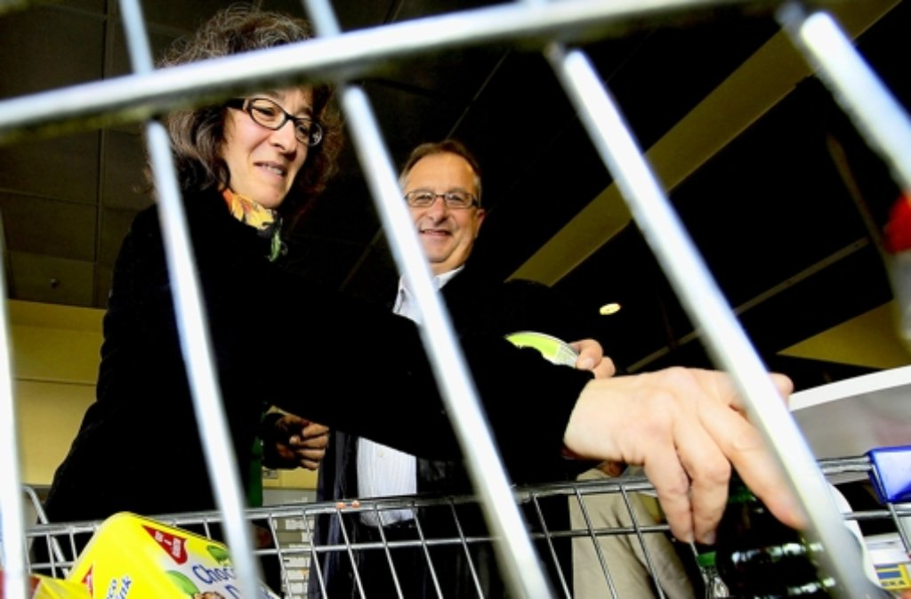 Viele Kunden spenden Waren für den Tafelladen. Foto: factum/Bach