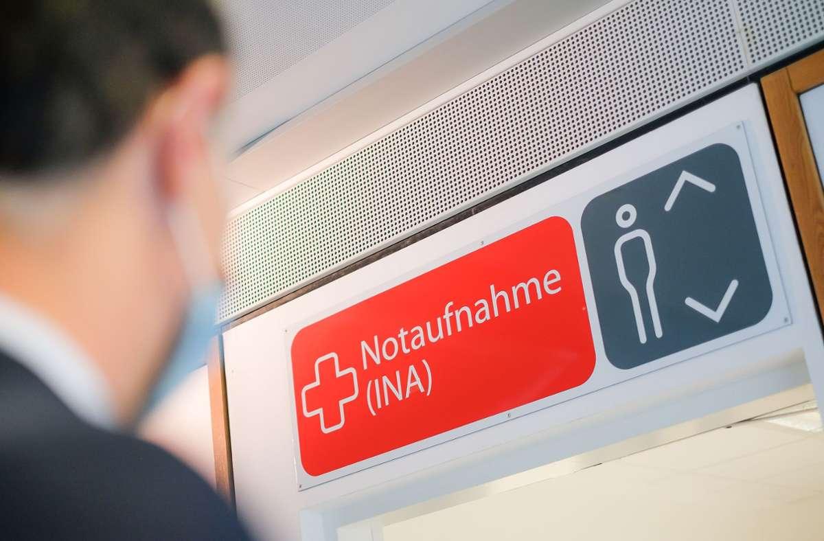 Unter diesem Schild kommen täglich zwischen 80 und 200 Menschen in die Notaufnahme des Klinikums Stuttgart herein. Foto: Lichtgut/Max Kovalenko