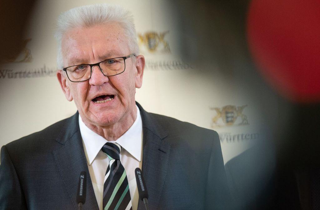 Ministerpräsident Winfried Kretschmann sorgt sich um die Gesundheit von Kirchenbesuchern. (Archivbild) Foto: dpa/Sebastian Gollnow