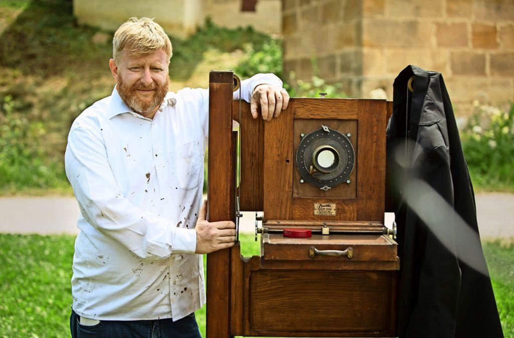 Eintauchen in vergangene Zeiten: der Fotograf Peter Michels setzt die Museumsbesucher mit seiner Plattenkamera in ein anderes Licht. Foto: Michael Steinert