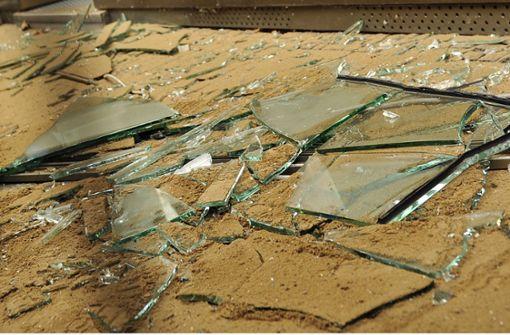 Frau kracht durch Glasdach des Hauptbahnhofs und stirbt